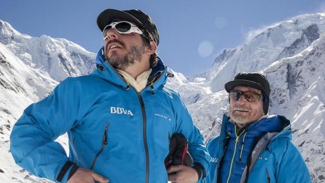 Montañista Español Carlos Soria, a los pies del Annapurna.